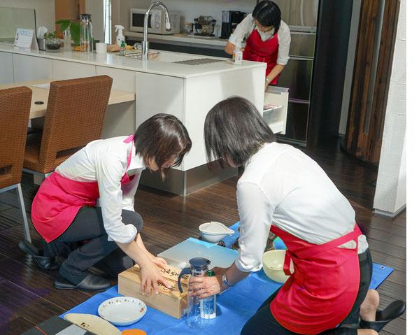 片付け作業 女性2人以上のチームで作業