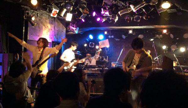 吉祥寺ライブハウス「Planet K」で初ワンマンライブを盛り上げるツキミタイヨウ