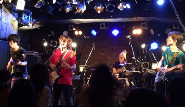 吉祥寺ライブハウス「Planet K」でのツキミタイヨウの初ワンマンライブステージ