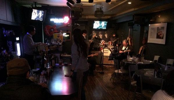 千葉県にあるライブバー、エイトビートの店内の様子