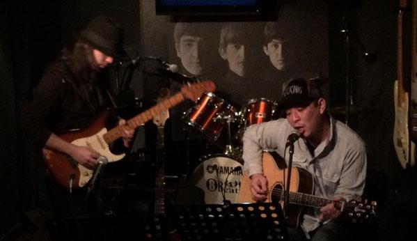 千葉県にあるライブバー、エイトビートで演奏するミックさんとトッキーさん