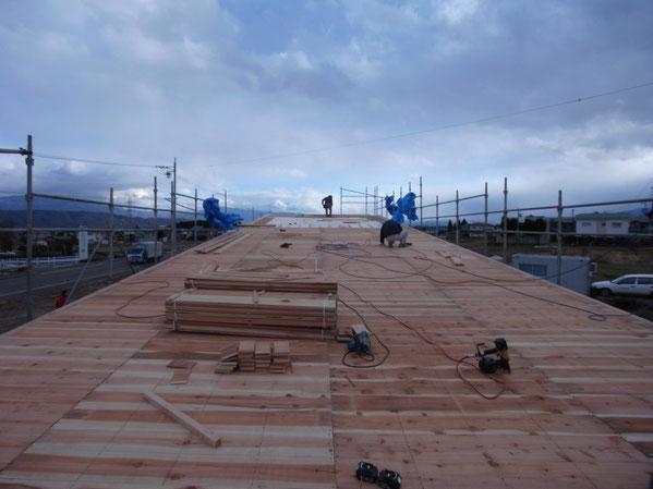 薪ストーブショールーム 安曇野市 建築家 建築設計事務所 店舗設計 現場監理 屋根工事 野地板