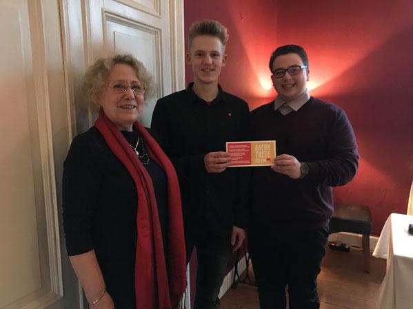 Der neue Sozialdemokrat: Niklas Müller (Mitte) mit Hannelore Basedow (links) und Kristoph-Felix Piepke (rechts)
