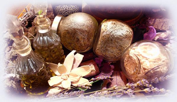 Magici manufatti pagani, wicca, olistici e spirituali. Incensieri, rune, bacchette magiche e decori per altare..