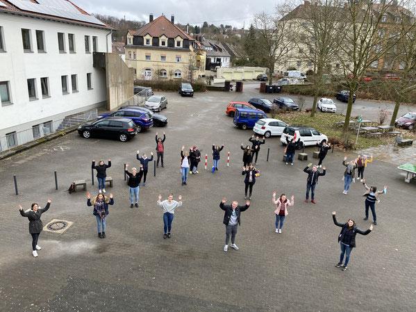 Foto der Siegerehrung auf dem Schulhof des TGS BBZ Neunkirchen Schüler-Lehrer