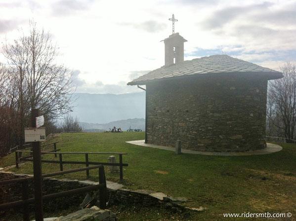 impensabile non sostare un'attimo davanti alla cappella di San Lorenzo