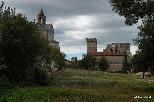 Bild: Blick von der Chapelle Sainte Croix auf Abbaye de Montmajour