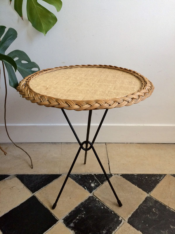 table osier, table années 60, fer forgé, table tripode, table rotin