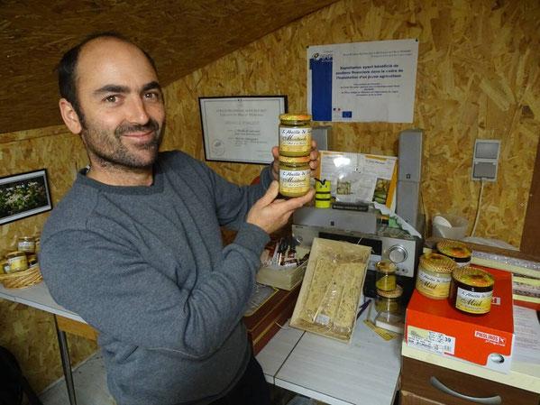 Mathieu Audo apiculeur transhumant, vous propose ses miels, pains d'épices, pollens