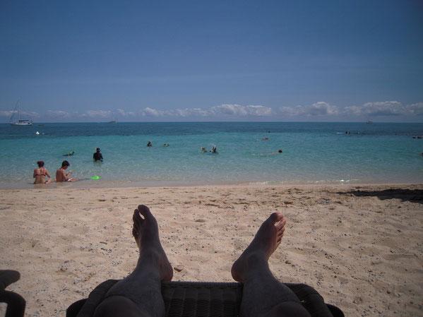 ビーチでくつろぐ写真
