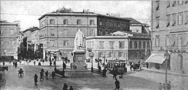 PIAZZA CAVOUR