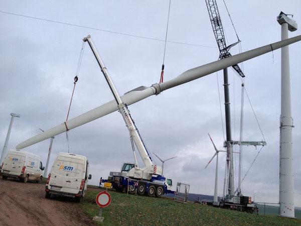 Demontage des Rotors einer Windkraftanlage