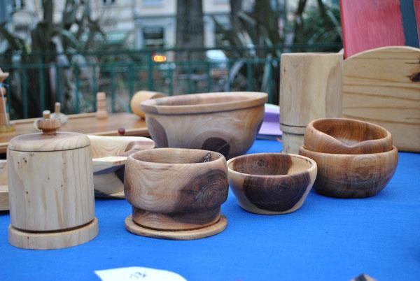 divers bols en bois d' orme