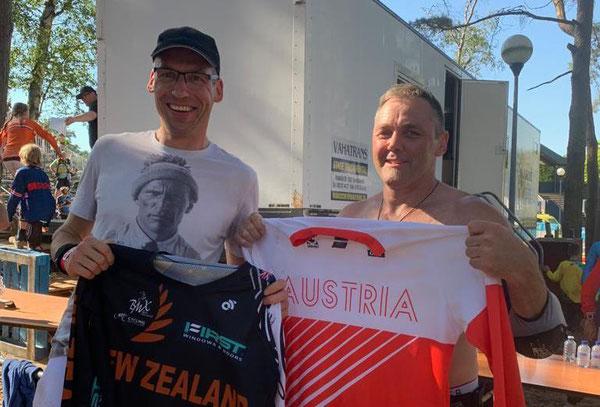 Alfred Hugl mit Weltmeister Paul Luttrell (r., NZL)