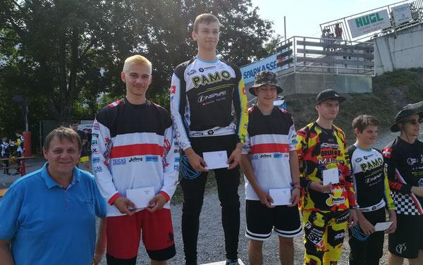 Frederick Ender (2.), Tim Weiersmüller (1.), Andre Dutczak (3.) mit STR Christoph Thoma