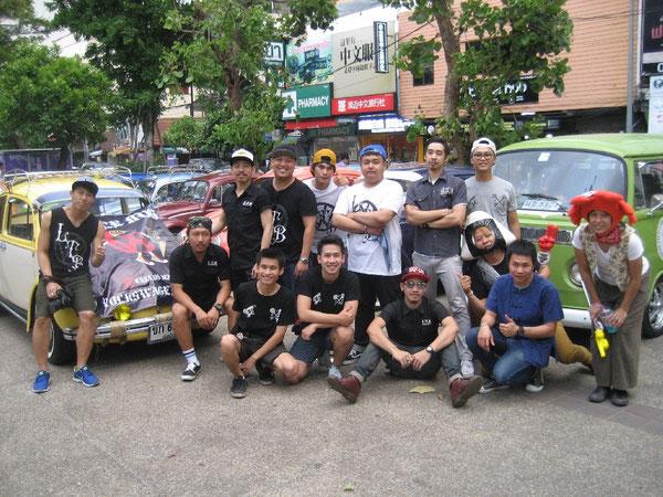 Mitglieder des Little Bug Volkseagen Club während des Songkran-Festes (buddhistisches Neujahrsfest) in Chiang Mai