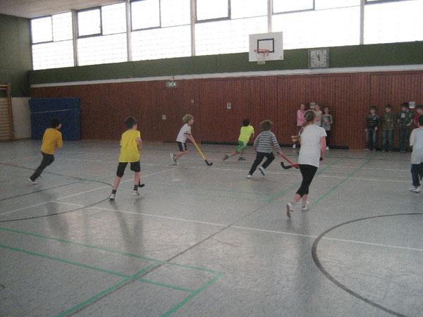 Spannend und schön: Die Westhagener Kids spielten fair in der Halle Hockey