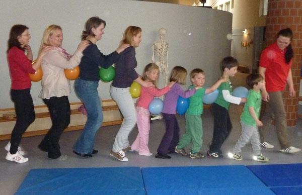 Die Kinder hatten riesigen Spaß beim gemensamen Kurs mit ihren Eltern