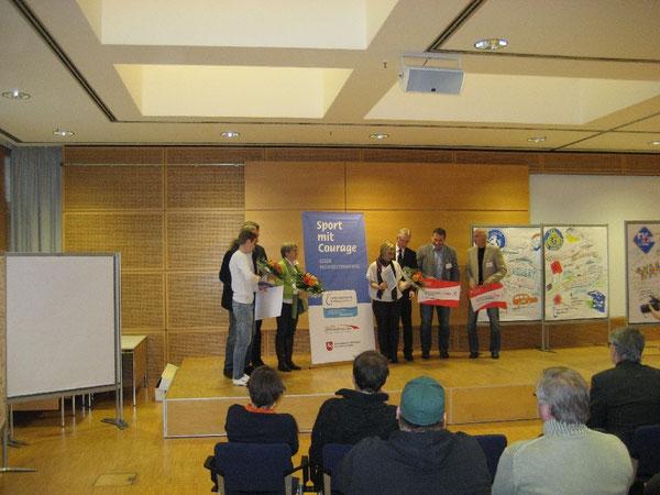"""Preisträger der Veranstaltung """"Sport mit Courage"""" im November 2013 in der Akademie des Sports in Hannover"""