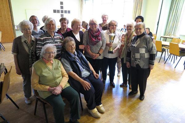 Gruppenbild ohne Herren: Viel Spaß hatten die Seniorinnen beim kurzweiligen Turnier