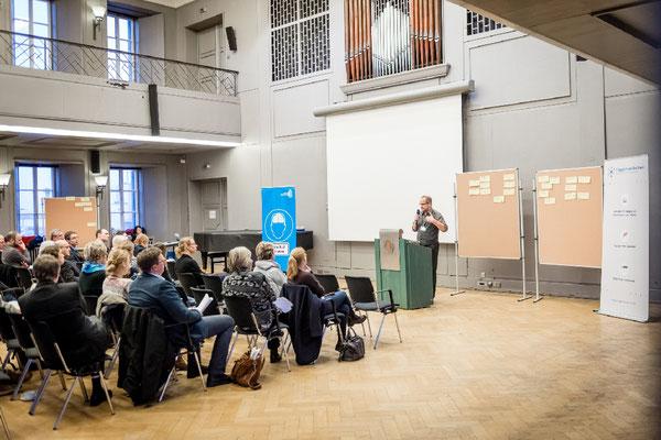 """Arbeits-Treffen """"Aktuelle Herausforderungen im Themengebiet nachhaltige Integrationsarbeit"""" im Haus der Wissenschaft in Braunschweig am 9. Februar 2016; Veranstalter: EngagementZentrum gGmbH."""