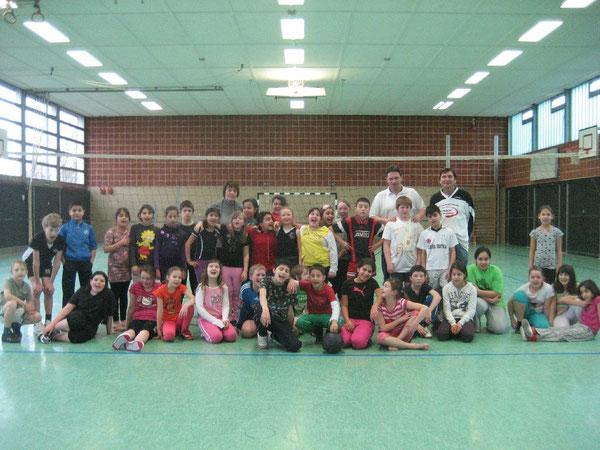 Volleyball lässt Westhagen aufblühen: Sportlich und fair waren die Spiele an der Westhagener Regenbogen-Grundschule  während der Finalrunde der Volleyball-Pausenliga