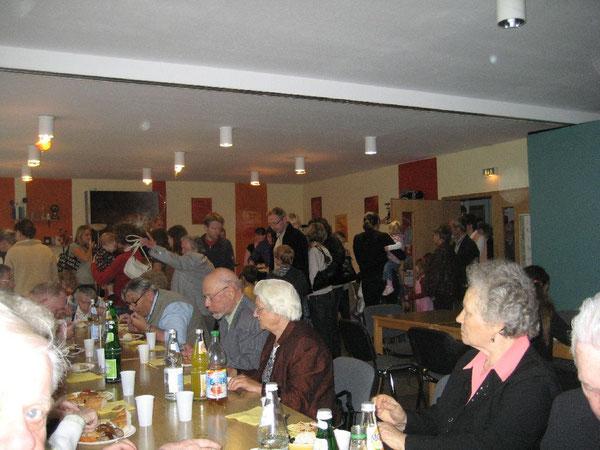 Beim gemütlichen Beisammensein nach Gottesdienst und bei Gemeindefesten