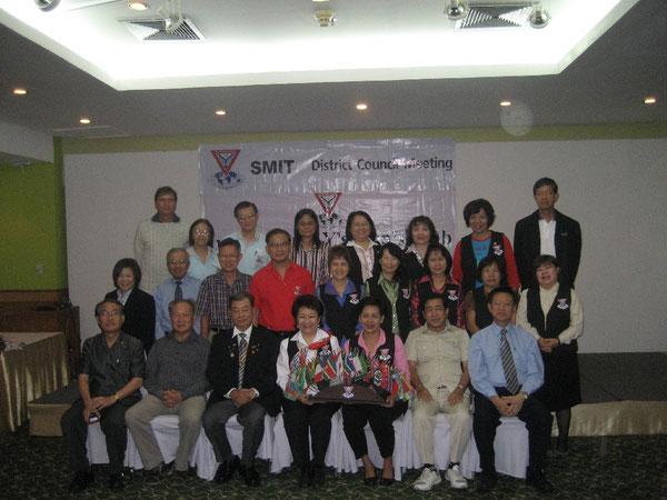 Nicht Fotoscheu: Vertreter aus Singapur, Myanmar (Birma) und Thailand stellen sich dem Fotografen