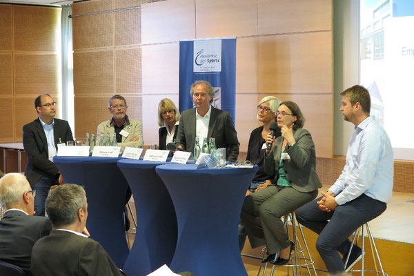 Jens Hortmeyer (von links), Wilhelm Laaf, Jennifer Wimmer, Clemens Löcke, Friederike Hoff-Elfers, Simone Strasburger und Hajo Rosenbrock