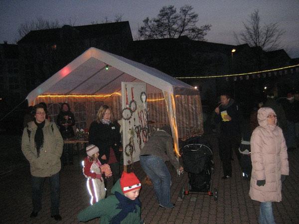 Viel Betrieb herrschte in den Zelten auf dem Parkplatz vor der Mennonitenkirche