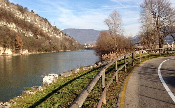 La meravigliosa ciclabile dell'Adige, poco prima di entrare a Rovereto ... 10 gennaio 2014