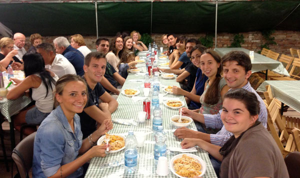 """Foto di gruppo Catechisti Medie zona di Castelfranco. """"Quando si lavora insieme la qualità è più alta"""" (don Paolo Giordani)"""