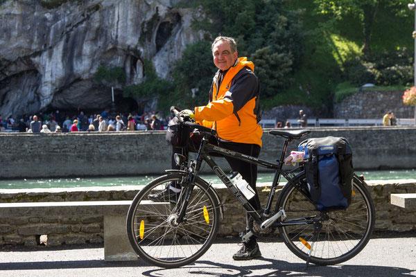 don Remo Resca, arrivo a Lourdes in bici, 24 aprile 2013