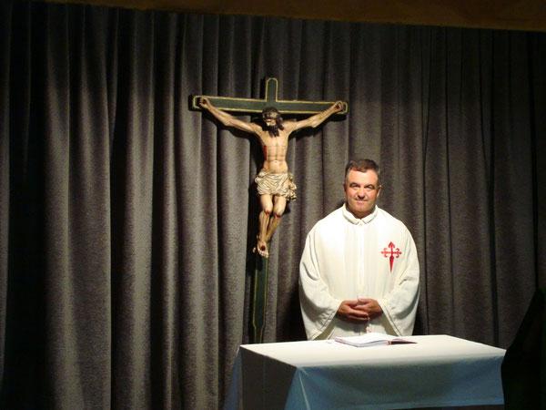 Prima della Messa, a Rabanal del Cammino, durante il Cammino di Santiago con Antonio Penzo (30 agosto 2008)