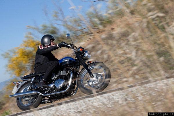 """Triumph """"Bonneville"""" di colore azzurro, come il cielo ..."""