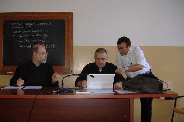 """Don Massimo, don Andrea Caniato e don Francesco durante i lavori di Gruppo su """"Educazione e Mass Media"""""""