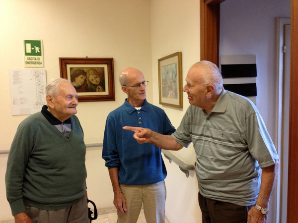 Da sinistra: Giovanni Gagliardi di Monterenzio, Roberto, volontario di Bologna; il diacono Mario Fantuzzi, nativo di Piumazzo