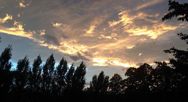 Sera d'ottobre, coi colori dell'alba, dal campetto della parrocchia