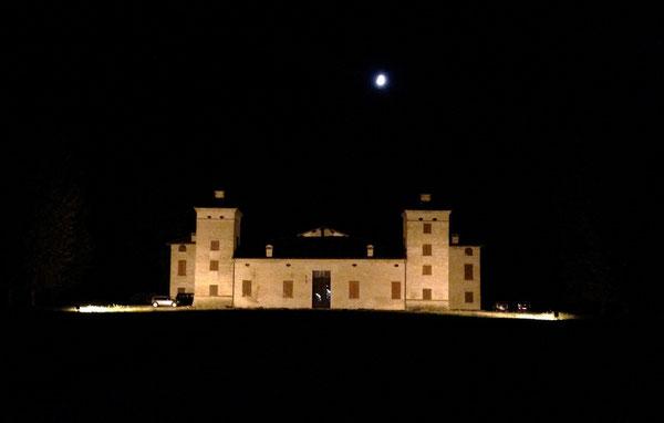 Il Castello di S. Donnino, lungo la ciclabile Vignola-Modena, suggestivo nella notte