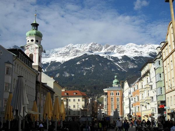 Innsbruck, la perla delle Alpi, attraversata dalla ciclabile del fiume Inn