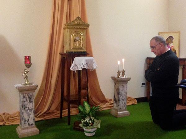 Adorazione Eucaristica, durante il Ritiro sacerdotale alle Budre 7-9 ottobre 2013 -Il Vicario Mons Amilcare Zuffi
