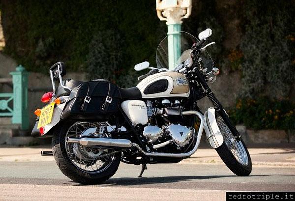 """Triumph Bonneville T100 bianco oro ... """"i sogni sono luoghi dove passare del bel tempo"""" (Stafano Baldi)"""