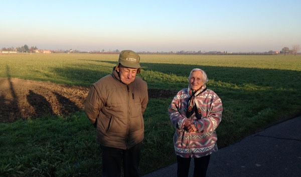 I coniugi Verrucchi, originari di Lama Mocogno, mentre passeggiano in via Galante, ricordando la pace delle loro montagne