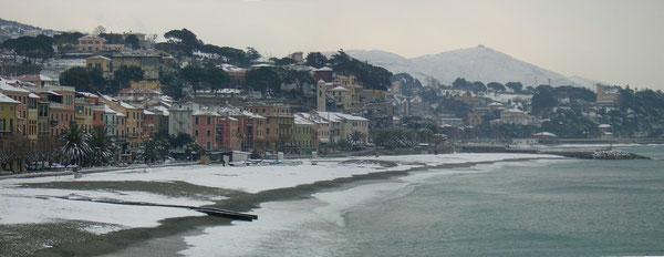 Sognando il Cammino d'Inverno sulla Costiera di Ponente chiamata anche Riviera dei Fiori. Neve a CELLE LIGURE