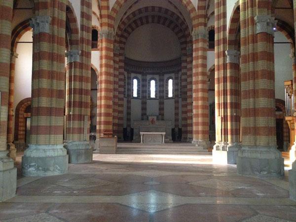 ... chiesa di Piumazzo, tutta sgombra, pronta ad accogliere l'inizio dei lavori ...