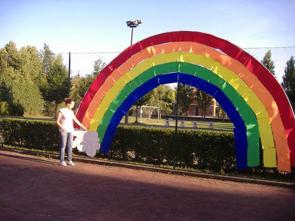 ESTATE RAGAZZI 2011: L'ARCA DI NOE, c'è posto per tutti. VALERIA DAVANTI AL GRANDE ARCOBALENO