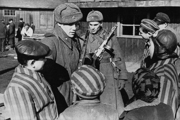 Den 27. januar 1945 befriede de sovjetiske tropper børn i koncentrationslejren Auschwitz - Birkenau.