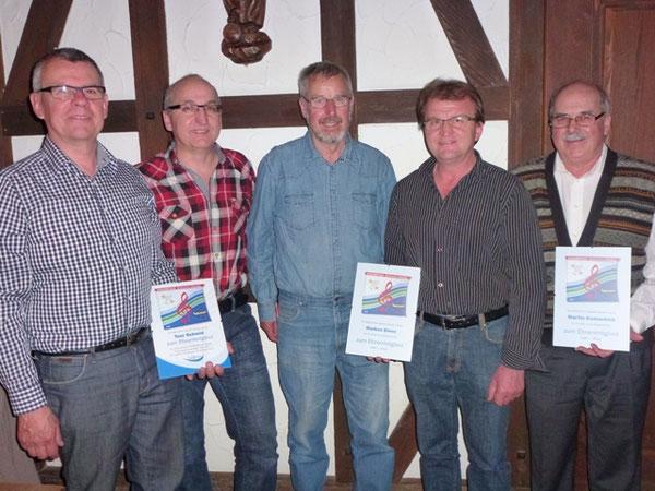 Foto: (v.l.) Toni Schmid  Guido Birrer, Sepp Roos neuer Präsident, mit den Ehrenmitgliedern Markus Bienz und Martin Kumschick. (Foto: M. A.)