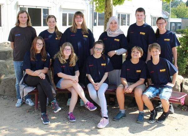 Stolz präsentieren unsere Schulsanitäter ihre neuen T-Shirts