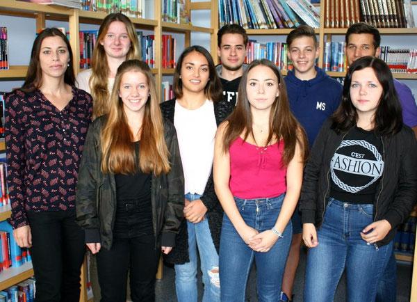 V.l.n.r.: Frau Meister, Joana Kleer (9d, Schülersprecherin), Lena Cichon (10a, Schülersprecherin), Samira Said (MSS 11), Enrique Bouza Acibo (MSS 11), Emily Floris (9b), Max Stuppert (10c), Herr Wagenblatt, Vanessa Schneidmüller (8d)